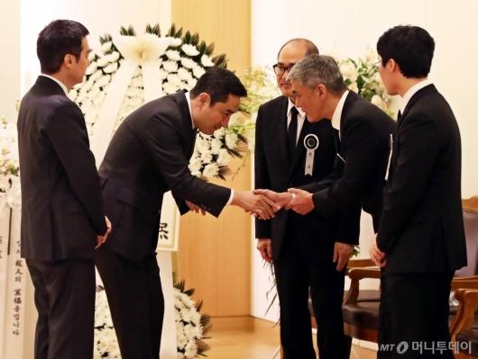 [사진]故 김우중 빈소 나타는 강용석-김세의