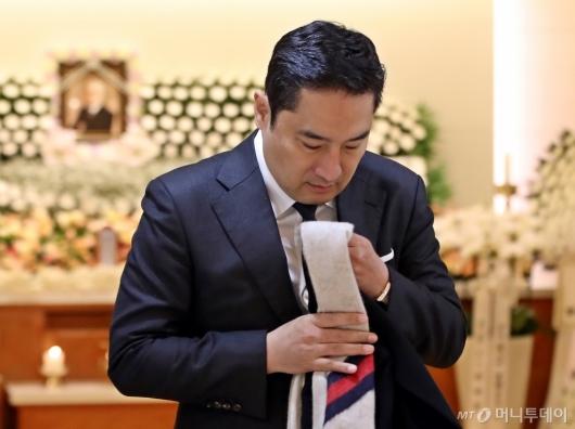 [사진]故 김우중 빈소 나타난 강용석