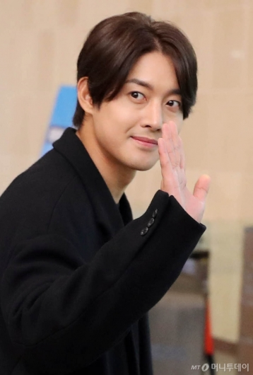 [사진]김현중 '팬과 눈맞춤'