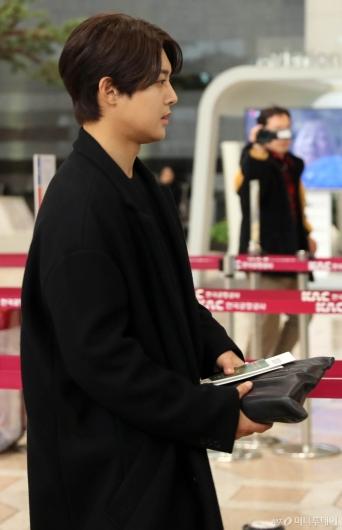 [사진]김현중 '잘생긴 옆모습'