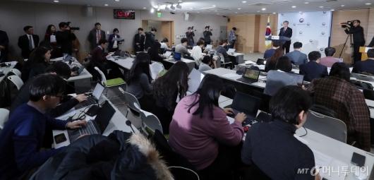 [사진]주52시간 보완대책 발표하는 이재갑 고용노동부 장관