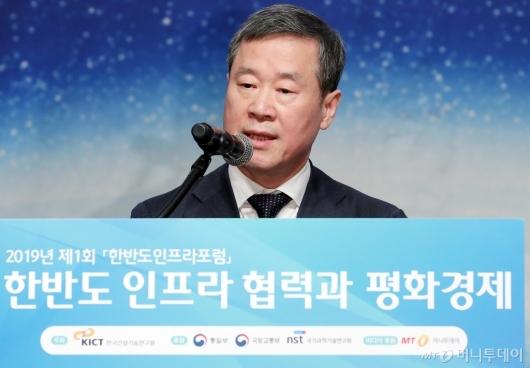 [사진]홍선근 회장 '한반도인프라포럼' 축사