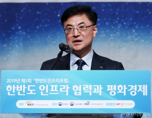 [사진]한승헌 원장 '한반도인프라포럼' 개회사