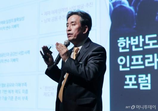[사진]발표하는 김병석 위원장