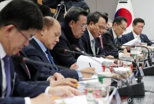 [사진]DLF사태 관련 금융위원장 간담회 참석한 은행장들