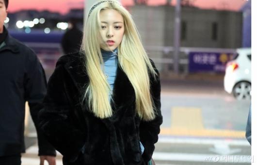 [사진]유나 '추위에 굳은 표정'