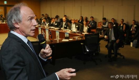 [사진]호주 수소경제 전략 강연하는 알란 핀켈