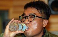 '성폭행 의혹' 김건모, 전국 투어 결국 '취소'