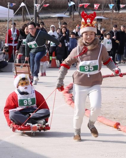 [사진]'루돌프 엄마와 산타 아들'