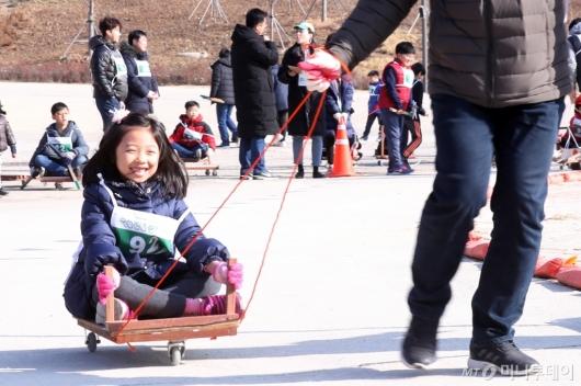 [사진]'아빠와 즐거운 썰매타기'