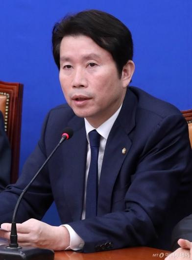 [사진]최고위 발언하는 이인영 원내대표