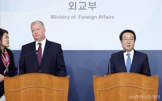 [사진]이도훈-스티븐 비건, 한미 북핵수석대표협의 기자회견