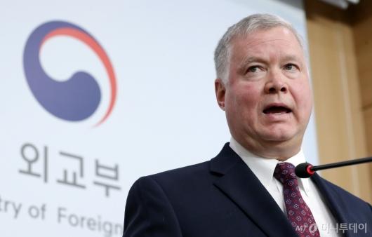 [사진]한미 북핵수석대표협의 기자회견 갖는 비건
