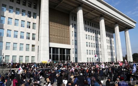 [사진]국회본청 앞 공수처법 선거법 날치기 저지 규탄대회