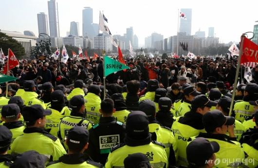 [사진]국회 본청 앞 규탄대회