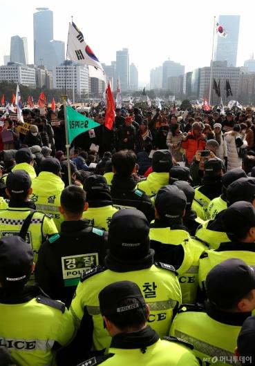[사진]국회 본청 앞에 모인 보수단체