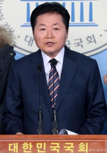 [사진]총선 출사표 던진 김병원 회장