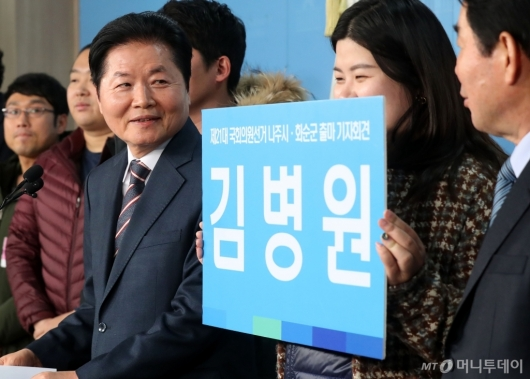 [사진]미소 짓는 김병원 회장