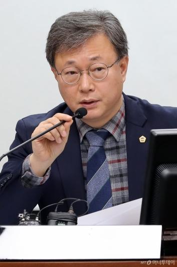 [사진]발언하는 장인홍 위원장