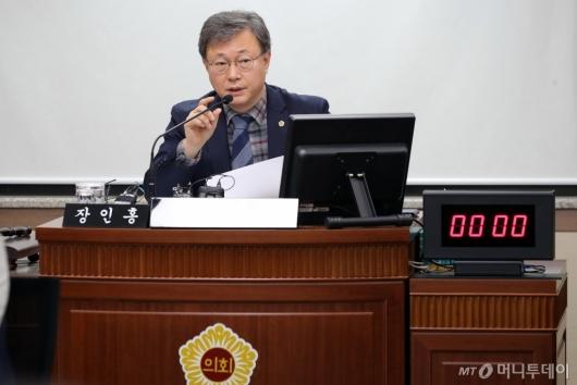 [사진]발언하는 장인홍 서울시의회 교육위원장