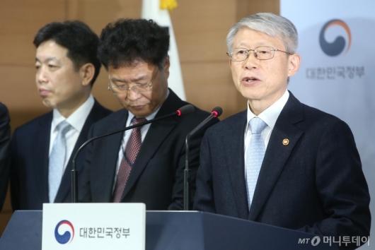 [사진]인공지능 국가전략 발표하는 최기영 과기부 장관
