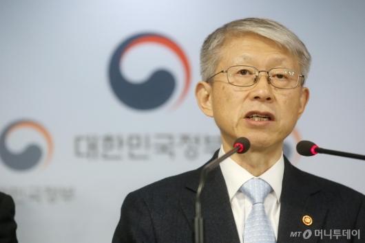 [사진]최기영 장관 '글로벌 AI 주도권 선점할 것'