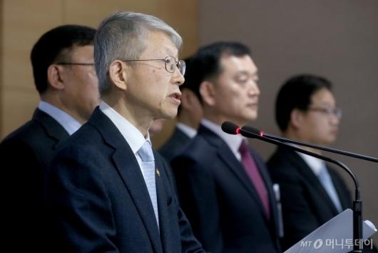 [사진]AI 국가전력 발표하는 최기영 장관