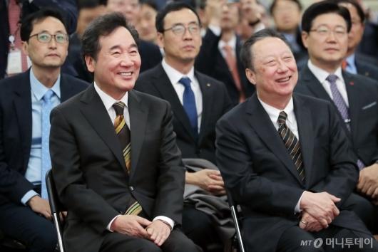 [사진]밝게 웃는 이낙연 총리-박용만 회장