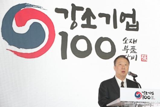 [사진]인사말하는 박용만 회장