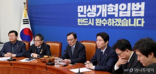 [사진]최고위원회의 주재하는 이해찬 대표