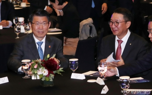 [사진]출범식 참석한 은성수 위원장-김학수 원장