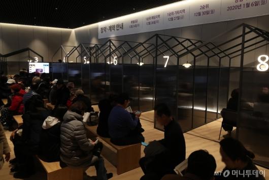[사진]청약 상담 기다리는 관람객들