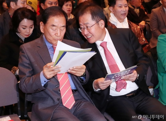 [사진]'국민통합연대 창립대회' 참석한 홍준표-이재오