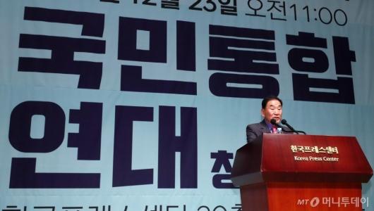 [사진]'국민통합연대' 출범 선언하는 이재오