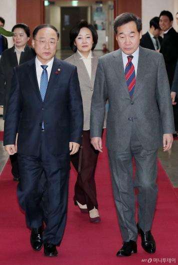 [사진]국무회의 참석하는 이낙연 총리-홍남기 부총리