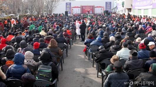 [사진]32번째 거리성탄예배 개최