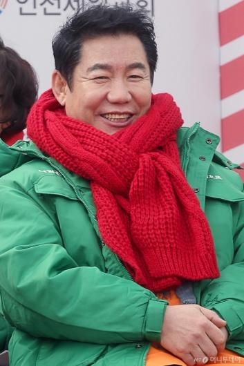 [사진]박상원 '나누면 행복해요'