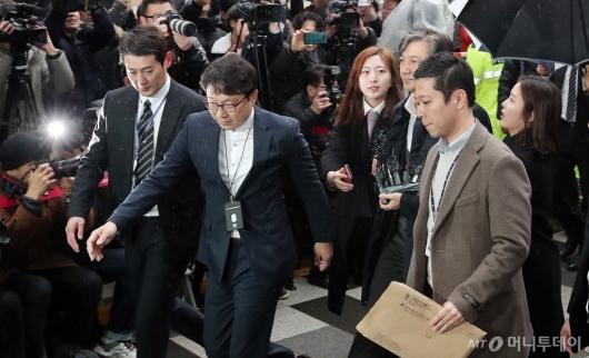 [사진]법정 향하는 조국 법무부 장관