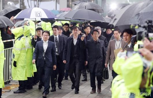 [사진]'감찰무마 혐의' 법정 향하는 조국
