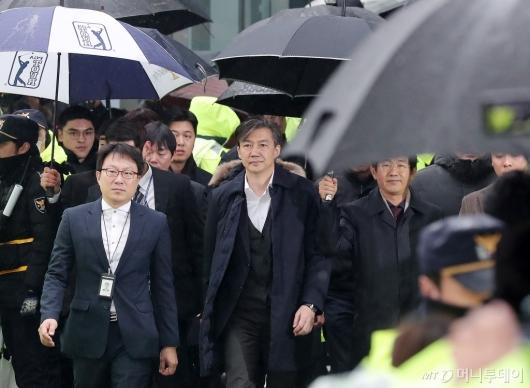 [사진]조국 전 법무부 장관 '법정으로'