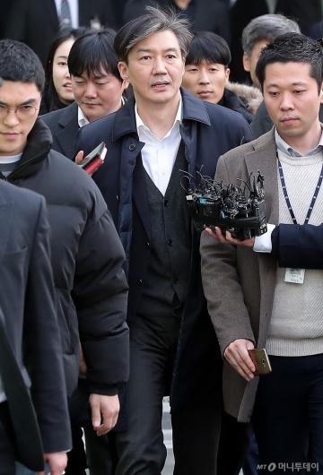 [사진]영장심사 마친 조국 법무부 장관
