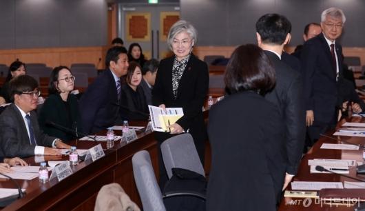 [사진]외교전략조정회의 참석하는 강경화 장관