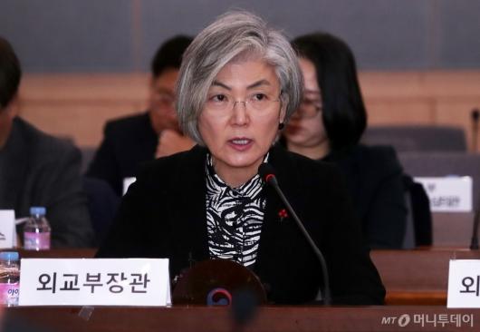 [사진]강경화 장관, 외교전략조정회의 주재