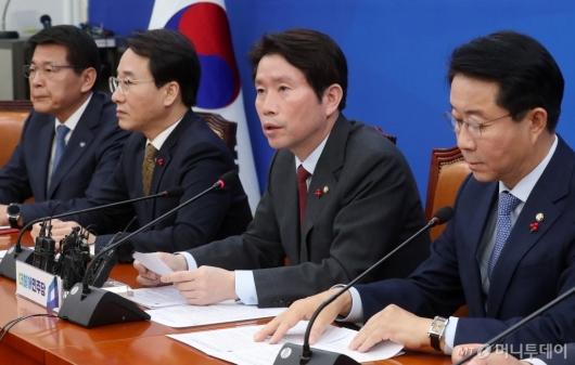 [사진]대책회의 갖는 이인영 원내대표