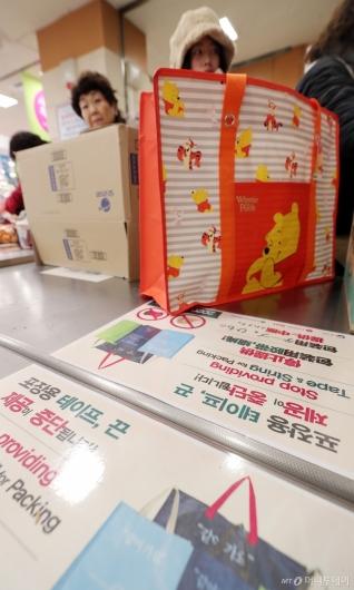 [사진]대형마트 '포장용 테이프·끝 제공 중단'