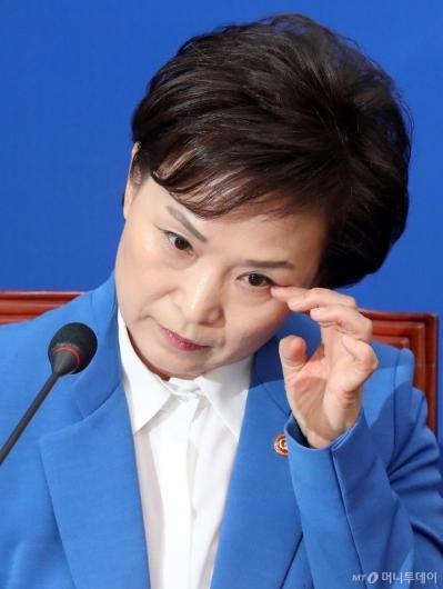 [사진]총선 불출마 김현미 장관의 눈물