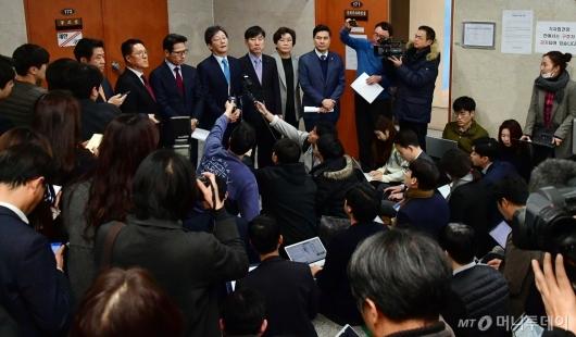 [사진]바른미래당 탈당 의원들에 쏠린 관심
