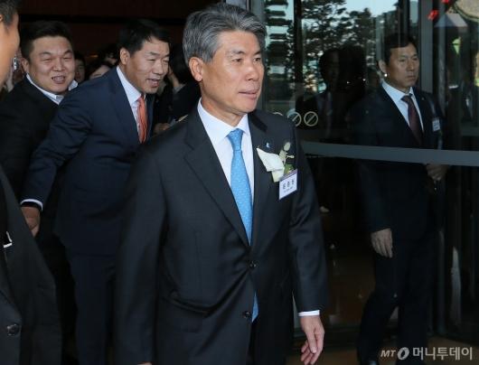 [사진]범금융 신년인사회 잠시 참석한 윤종원 기업은행장