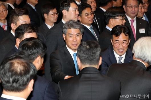 [사진]범금융 신년인사회 참석한 윤종원 신임 기업은행장