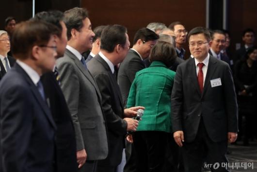 [사진]'2020 경제계 신년인사회' 참석한 황교안
